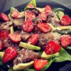 Теплый салат с клубникой