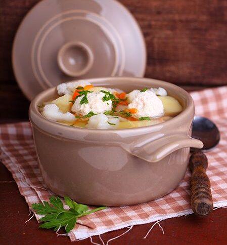Суп с цветными фрикадельками